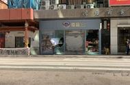 上海游客在香港:在蒙面黑衣人经过的街头,仍有人演奏《我的中国心》