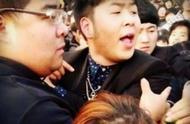 揭秘明星合影、视频祝福产业链:赵忠祥福字5000元、毕福剑书法1万可合影,一线明星录视频35万起
