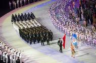 军运会开幕式闪耀武汉 中国代表团入场全场欢呼