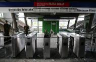智利首都暴力冲突持续 示威者破坏地铁等公共设施