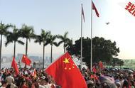 """纵火烧人、抢枪、停课,香港""""黑色星期一""""背后是这些"""
