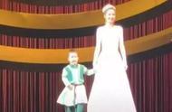 佟丽娅儿子正脸照片曝光长什么样?佟丽娅儿子像妈妈还是像爸爸