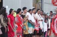 有钱任性!非洲国王为15个老婆每人配备一台劳斯莱斯