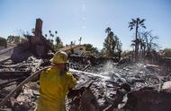 美国加州大火迫使18万人撤离 网友吐槽:穷人的心酸富人的狂欢