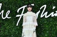 李宇春英国时装大奖大使,网友直呼:这还是我认识的那个她么?