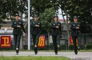 走近新中国首支受阅女兵方队队员:曾在50℃下训练,双脚磨出血泡