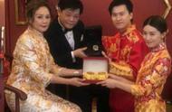 30岁文咏珊注册结婚,金银首饰堆积如山,闺蜜伴娘个个精致漂亮
