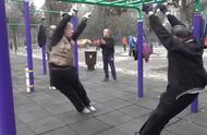 公园健身的大爷大妈有多厉害?你永远不知道