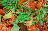 网红直播吃7只大虾,镜头拉近之后,被看出猫腻:家里没矿也能吃
