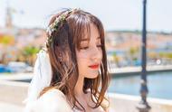 迪丽热巴穿婚纱礼服太美了,卷发配白色吊带婚纱裙,美成初恋女友