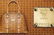满大街背mcm品牌包的,10个人里面9个背假货,快来你的包是真是假