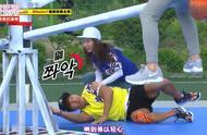 RM跷跷板撕名牌游戏,宋智孝对着金钟国咬大腿,可痛的却是李光洙