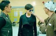 男子以为李宇春是男的,手不小心摸错了地方,下一秒直接挨揍!