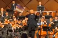 下面,有请知名音乐(yingyu)老师,马云老师上场指挥....