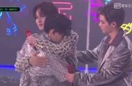 NPC告别演唱会:小鬼王琳凯疯狂抱抱,每一个拥抱都好用力!