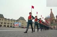 俄罗斯红场阅兵 标兵步伐霸气 礼炮部队鸣礼炮!