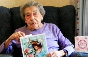 106岁老太太:长寿的秘诀是单身 以及不去酒吧