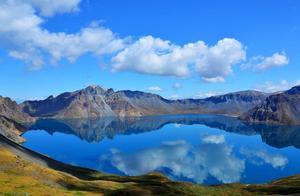 长白山天池:是松花江、图们江、鸭绿江的三江之源