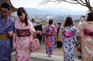 日本女游客来中国,购买葡萄却遭拒,老板:真没办法