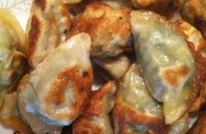 煎饺怎么做更好吃?加入迷之材料,金黄酥脆又好吃