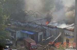 后续:建国门外西安三建公司一库房起火 租户痛哭称损失百万