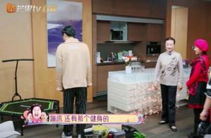 陈芊芊妈妈嗨过头,在钟丽缇家玩蹦床,这姿势不太得体