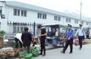 破环环境卫生 安全隐患严重 瑞枫线马路活禽交易市场被取缔