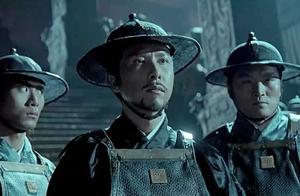 贾公公来锦衣卫下旨,不料指挥使青龙根本不理他,只认皇上兵符