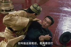 鹿鼎记:韦小宝偷秘籍被发现,不知皇上身份,居然要揍皇上