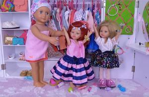 双胞胎玩具娃娃的日常生活,一起吃早餐,玩化妆游戏