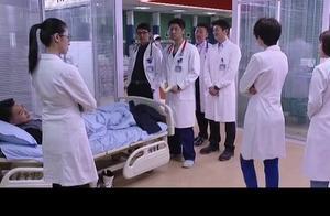 小伙子真能装,医生都看出来猫腻了,还非得自己一个人演!