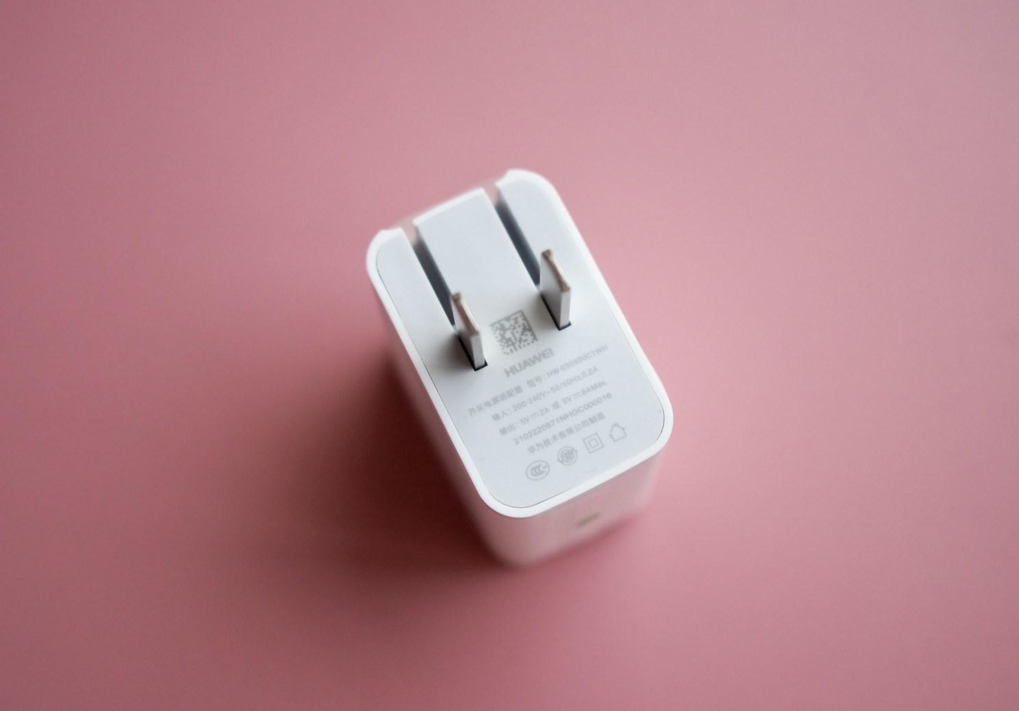 荣誉Magic拆箱入门:最具「未来感」的设计方案,史上最牛快的电池充电