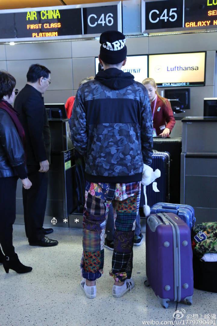 161218 吴亦凡现身洛杉矶机场出发回国 脖颈处惊现新纹身