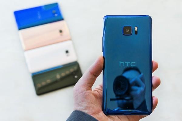 HTC U Ultra入门:惊艳外壳 副显示屏,中国发行不缩水!