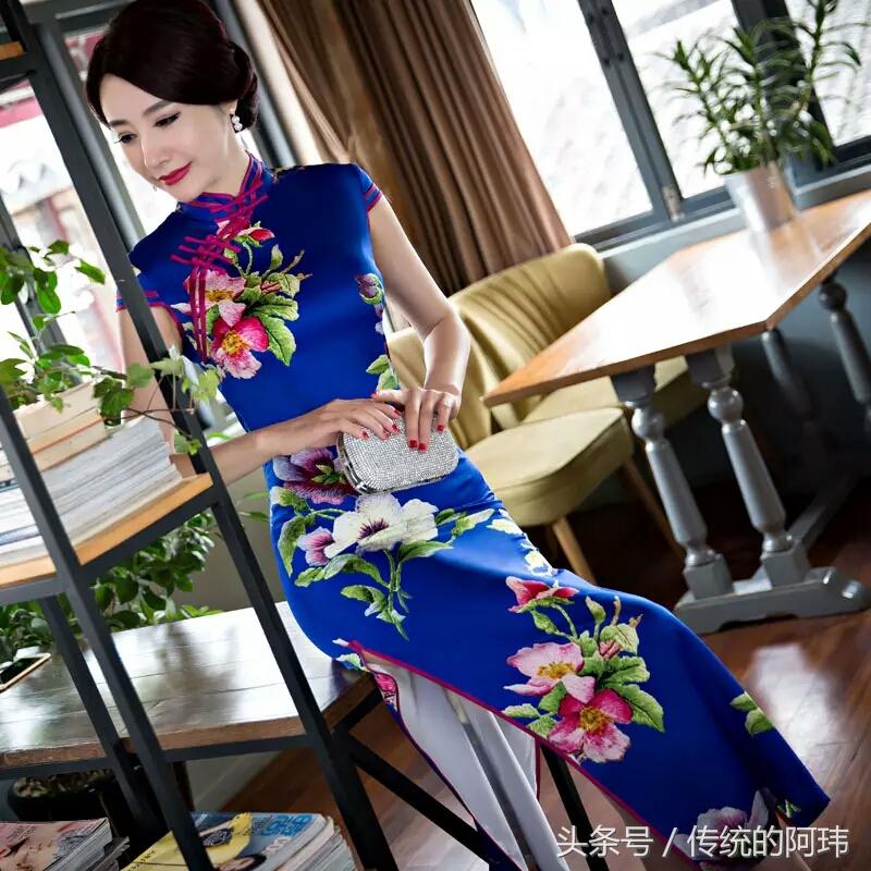 旗袍妇人的风情,万般妩媚端庄!