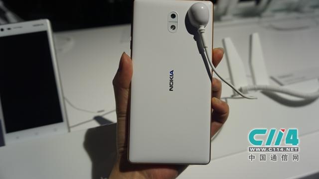 Nokia公布三款新机 重回智能机竞技场