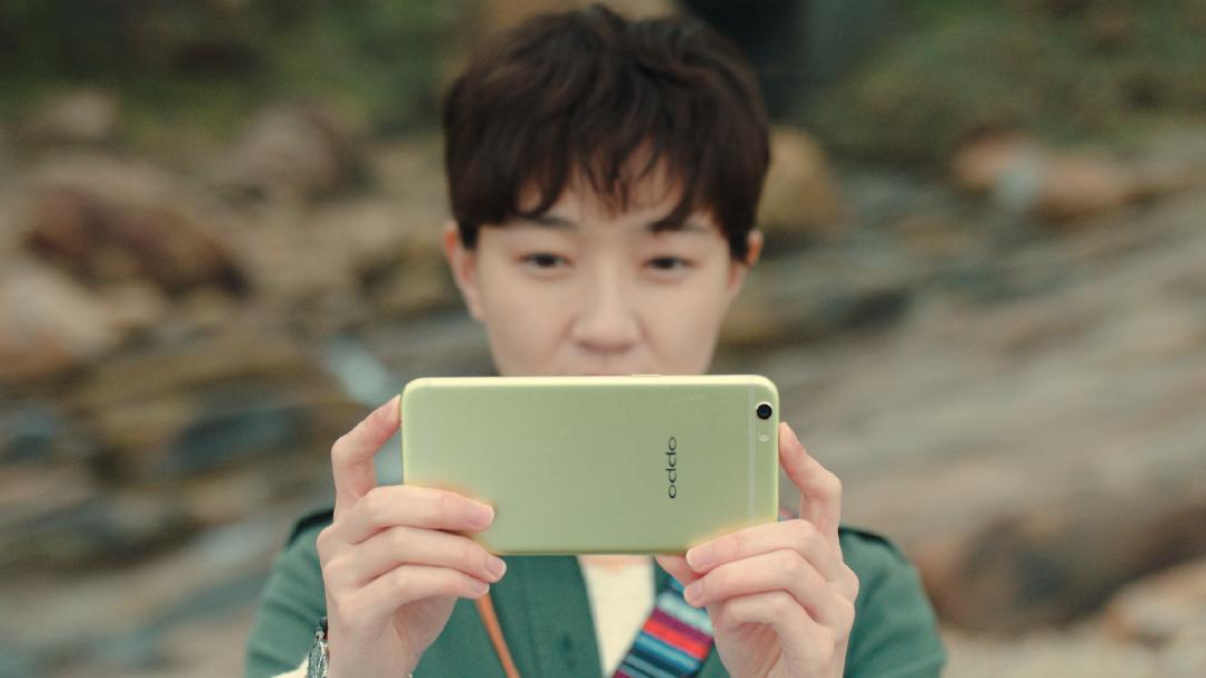 它是一款翠绿色手机上!清爽的觉得要我想到了春季