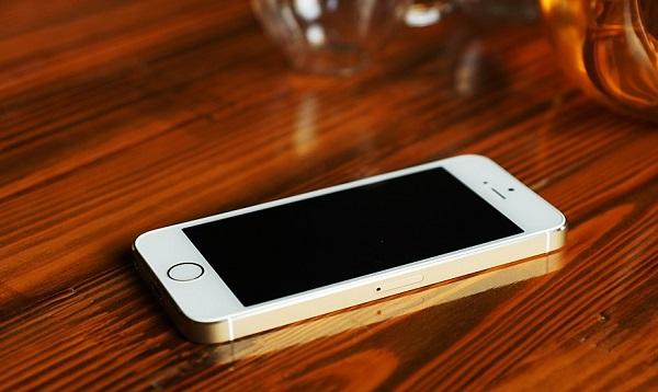 一樣的2款4英寸小屏幕手機,一款市場價2599一款不夠2000