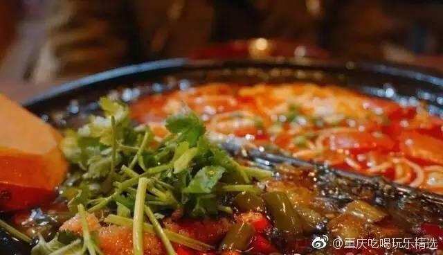 在重庆鸳鸯锅不只是火锅还有米线 产生多次味蕾碰撞