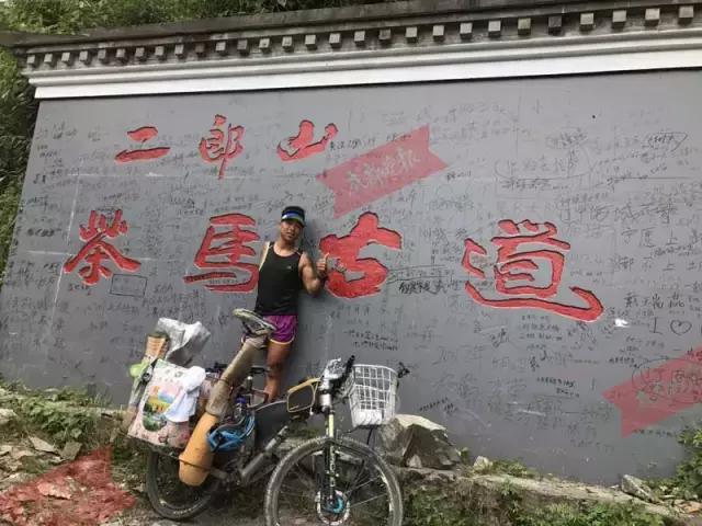 超励志!单手单腿的90后少年,坚持在川藏线上骑行!