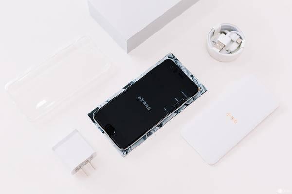 七年的成长之途,小米手机 6 亮银探寻版拆箱