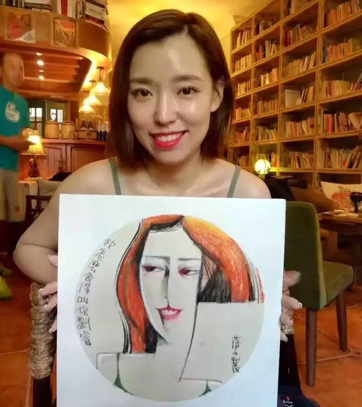 天天漫画网:漫画家落子《7年间免费为百姓画了20000多幅人物肖像》
