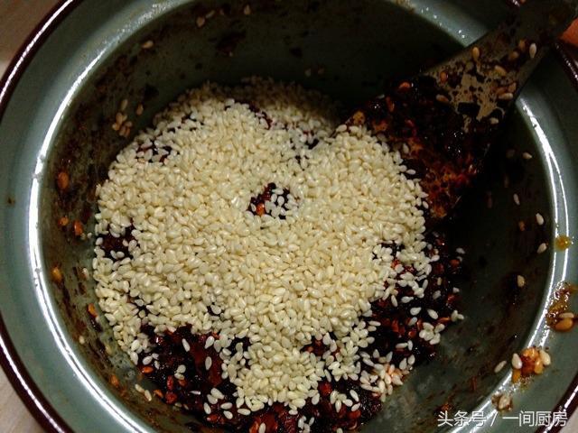 做一碗红油抄手,好吃到爆,皮薄肉鲜,味道好吃极了 各地小吃 第13张