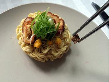 教你如何将优雅地将方便面吃出法式大餐的感觉!