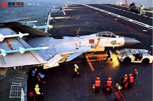辽宁舰超猛训练画面 大批战机挂弹训练场面十分震撼