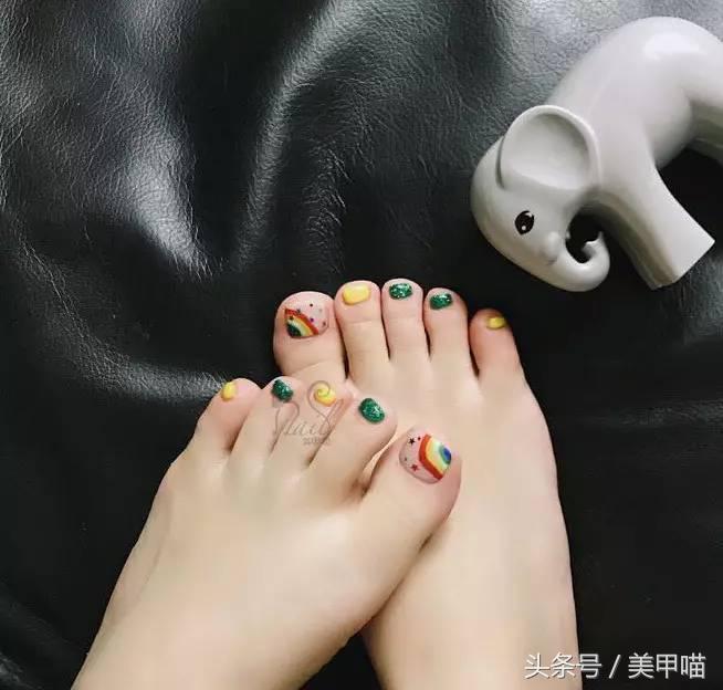 彩虹款美甲教程,blingbling彩虹款,梦幻晕染彩虹