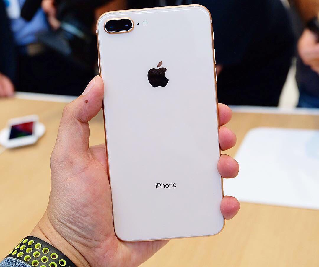 iPhone 8真机拆箱来啦:颜值爆表版苹果7,这外观设计动心吗?