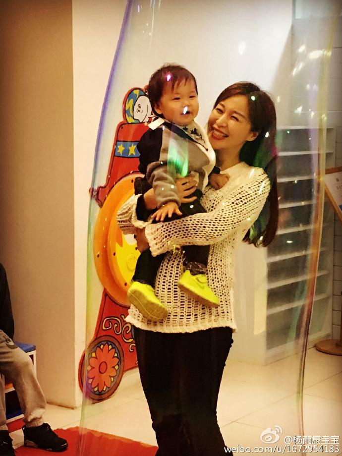 林申老婆杨雨辰和儿子近照大曝光,不仅和李沁是好友,更撞脸李沁