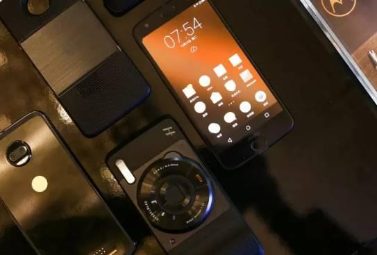 Motorola 发布新款旗舰机,价格竟比iPhone X还……