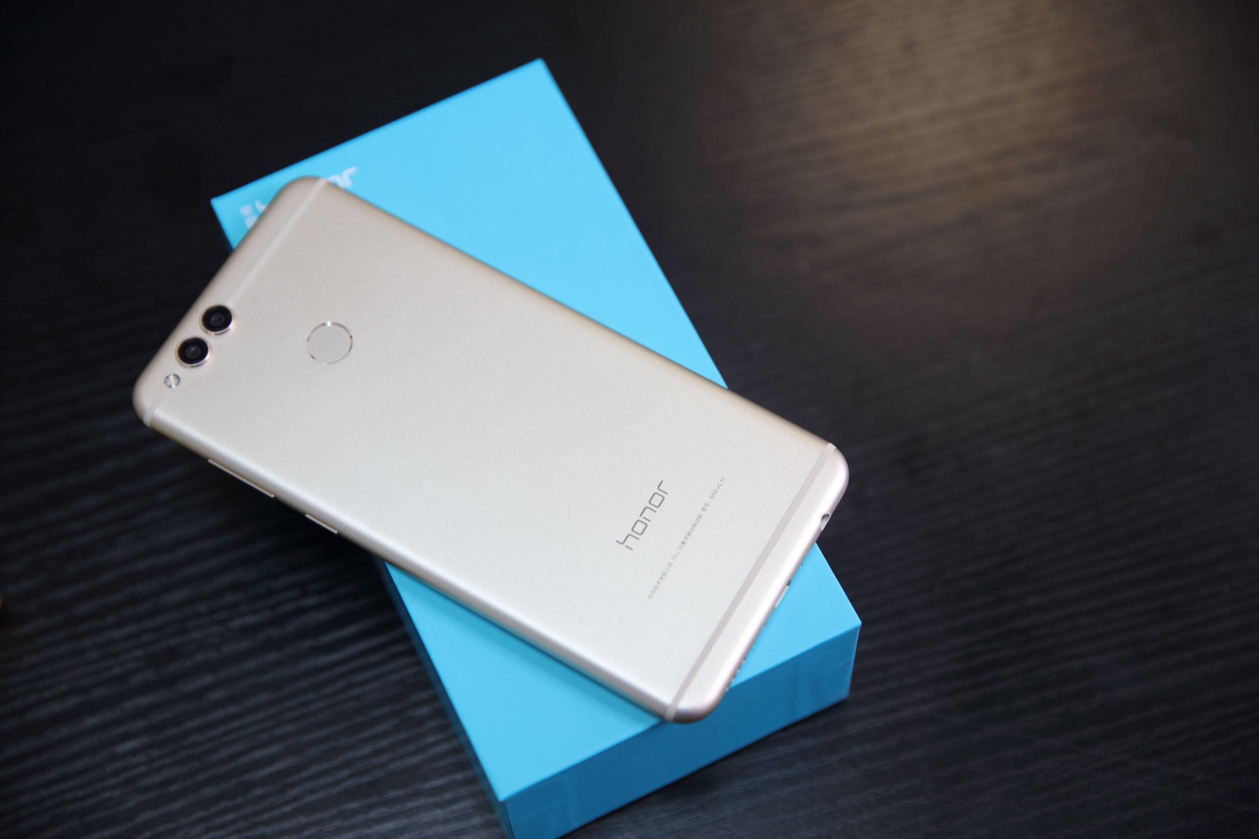 大叔评测:荣耀畅玩7X评述,全面屏手机对决刻不容缓